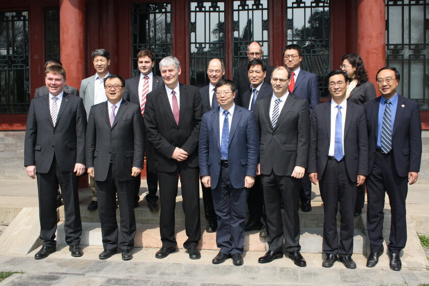 A RWTH delegation recently visited Tsinghua University in Beijing: Rector Ernst Schmachtenberg (3rd from left) and Präsident Yong QIU (right of the rector) strengthened their cooperation.